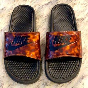 Nike tortoise shell slides, size 9-9.5